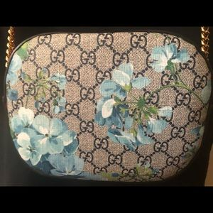 GUCCI GG Supreme Monogram Bloom Print Mini Bag